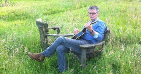 Stewart-playing-the-mandolin-summer